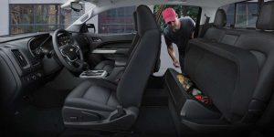 2020-Chevrolet-Colorado-interior-features